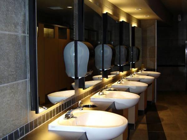 Dieptereiniging sanitaire ruimte